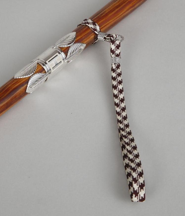 手掛かりの手紐は三重伊賀上野の手織正絹(三分紐)(矢筈柄)