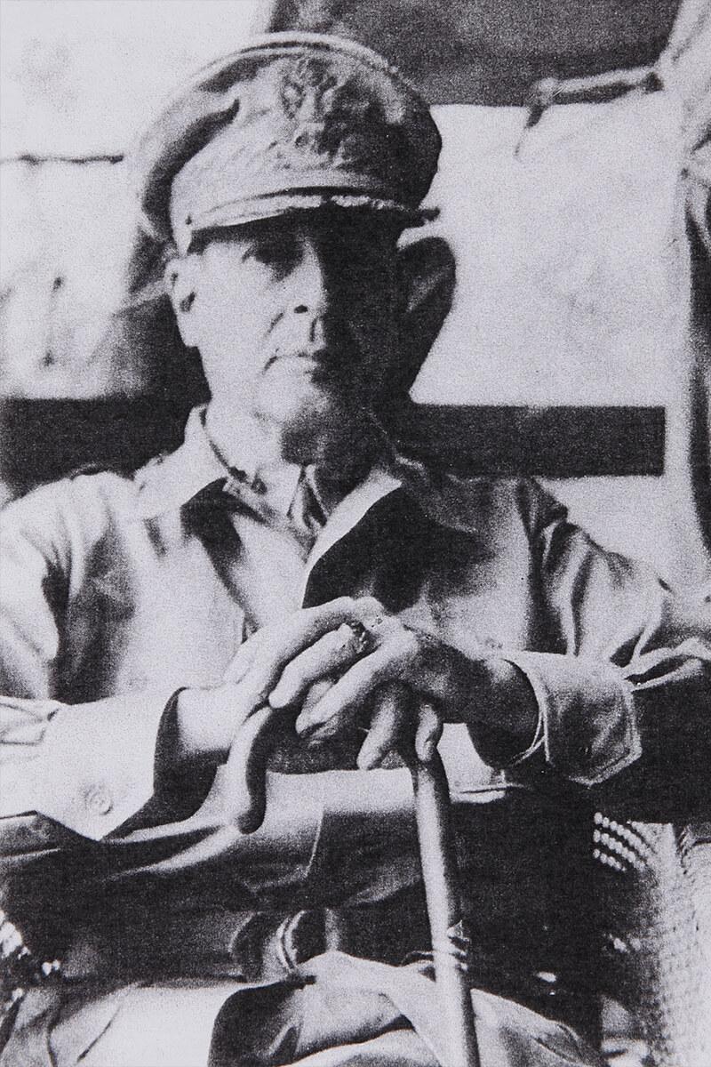 戦勝国アメリカ連合軍最高司令官ダグラス・マッカサー元師