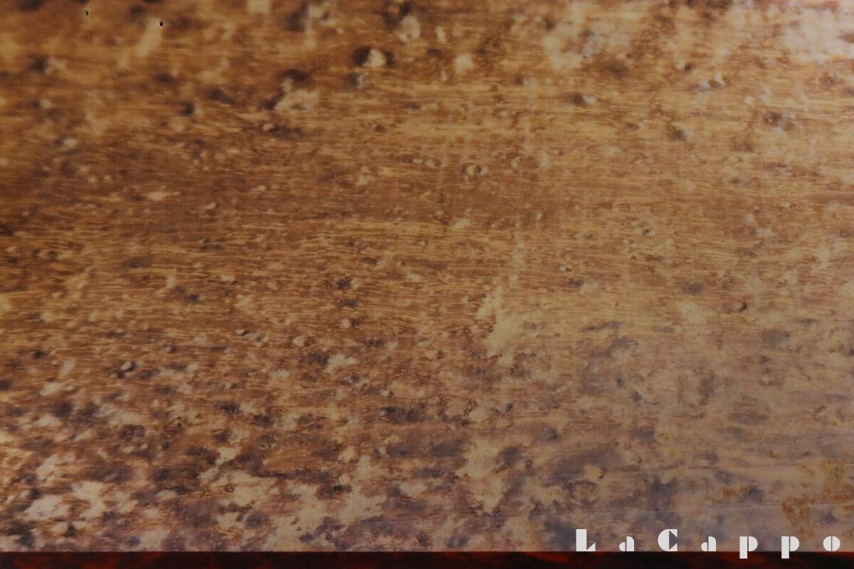 15cm巾いっぱいに黒小豆杢が現れている原材料