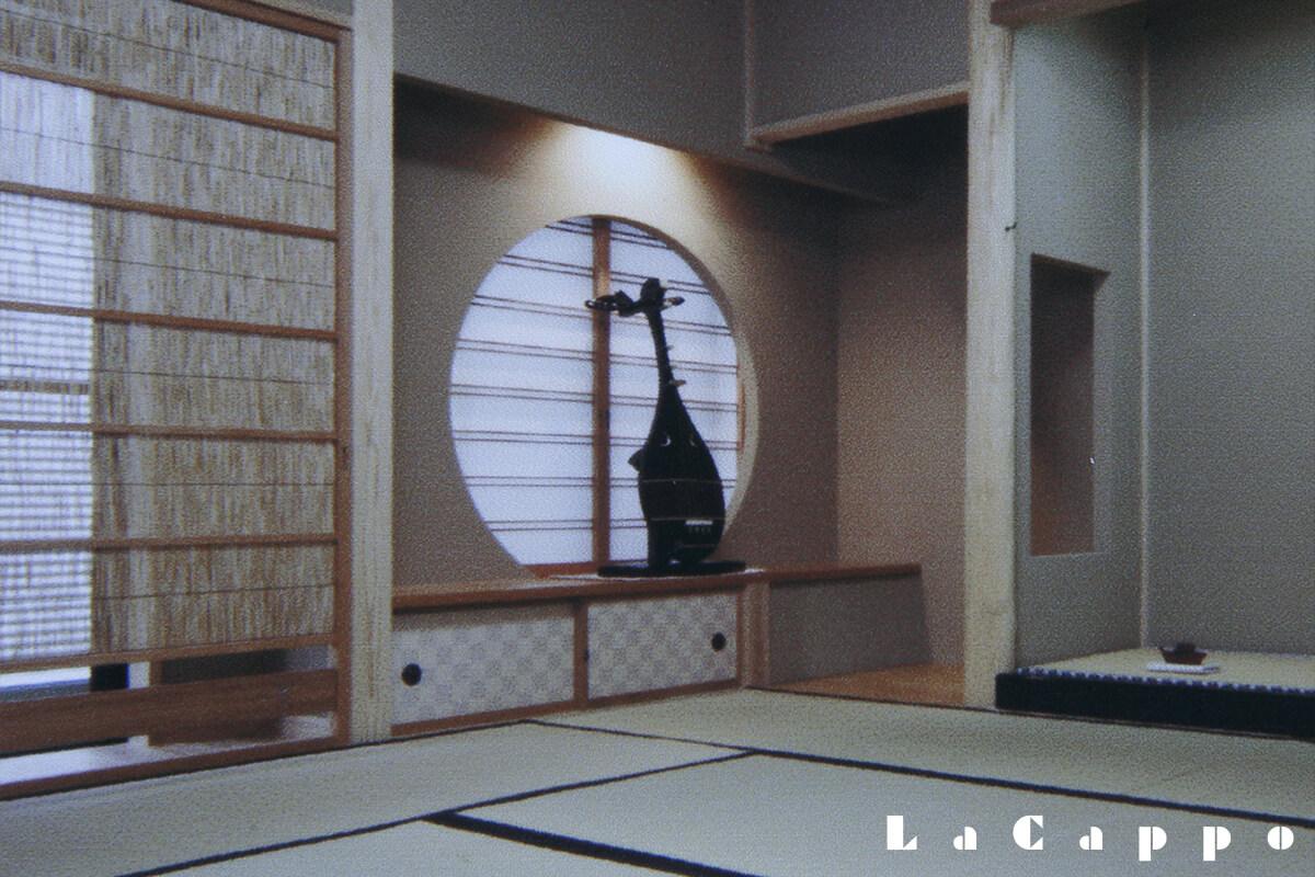 もともと楽器の琵琶を置く棚、地板です。