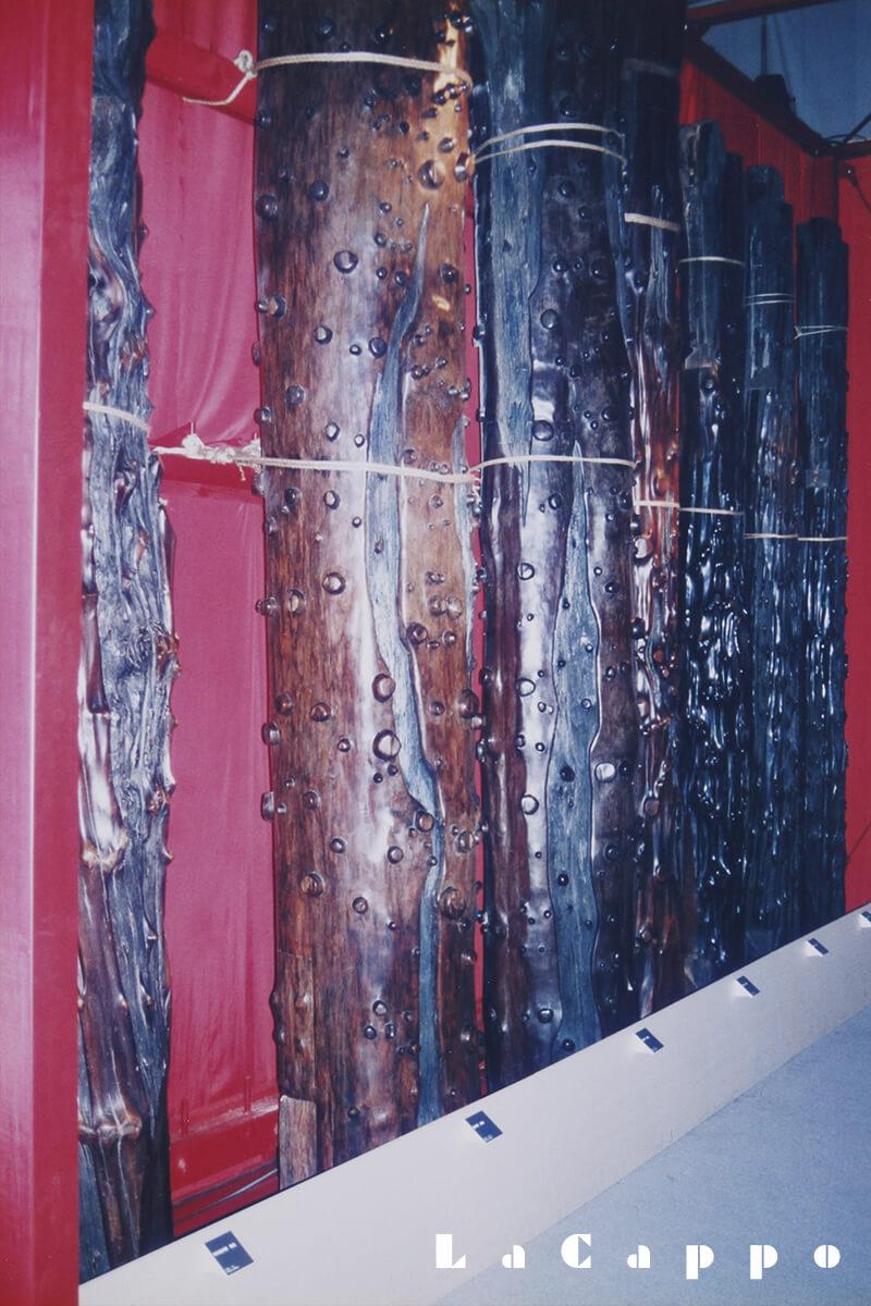写真中央:ブラジリアンローズウッドの60cm丸、幻材の出品