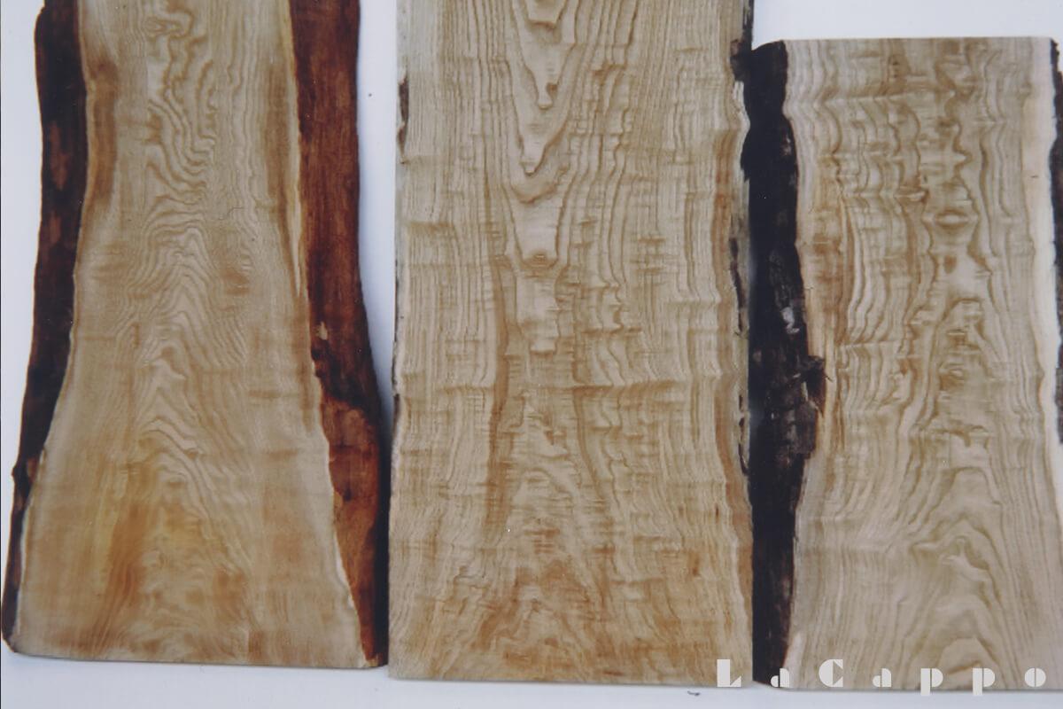 縮緬(チリメン)杢の入った両脇の真直な栗材