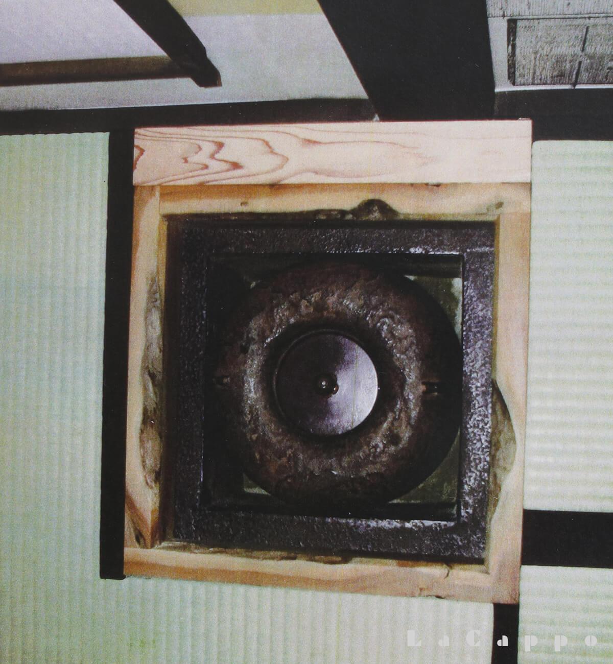 茶室・小間に据えられた栗炉縁