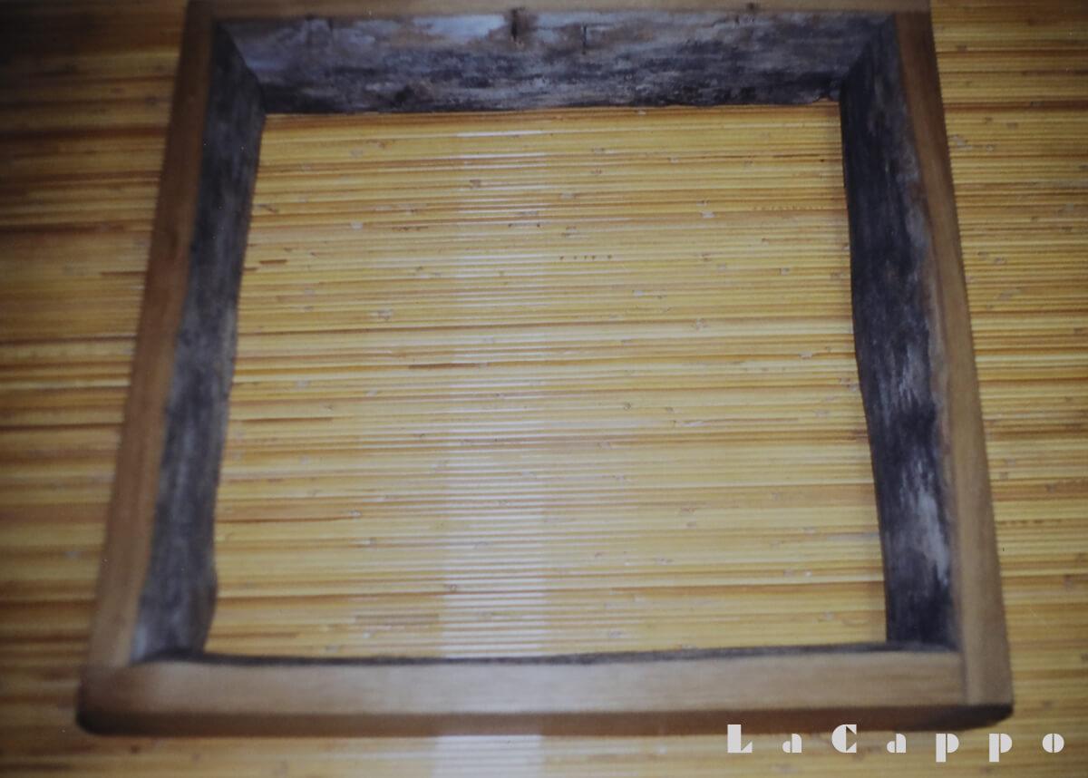 刈り取った稲穂を干す時、長年使われた栗の稲木(いなぎ)から取材した珍しい栗炉縁