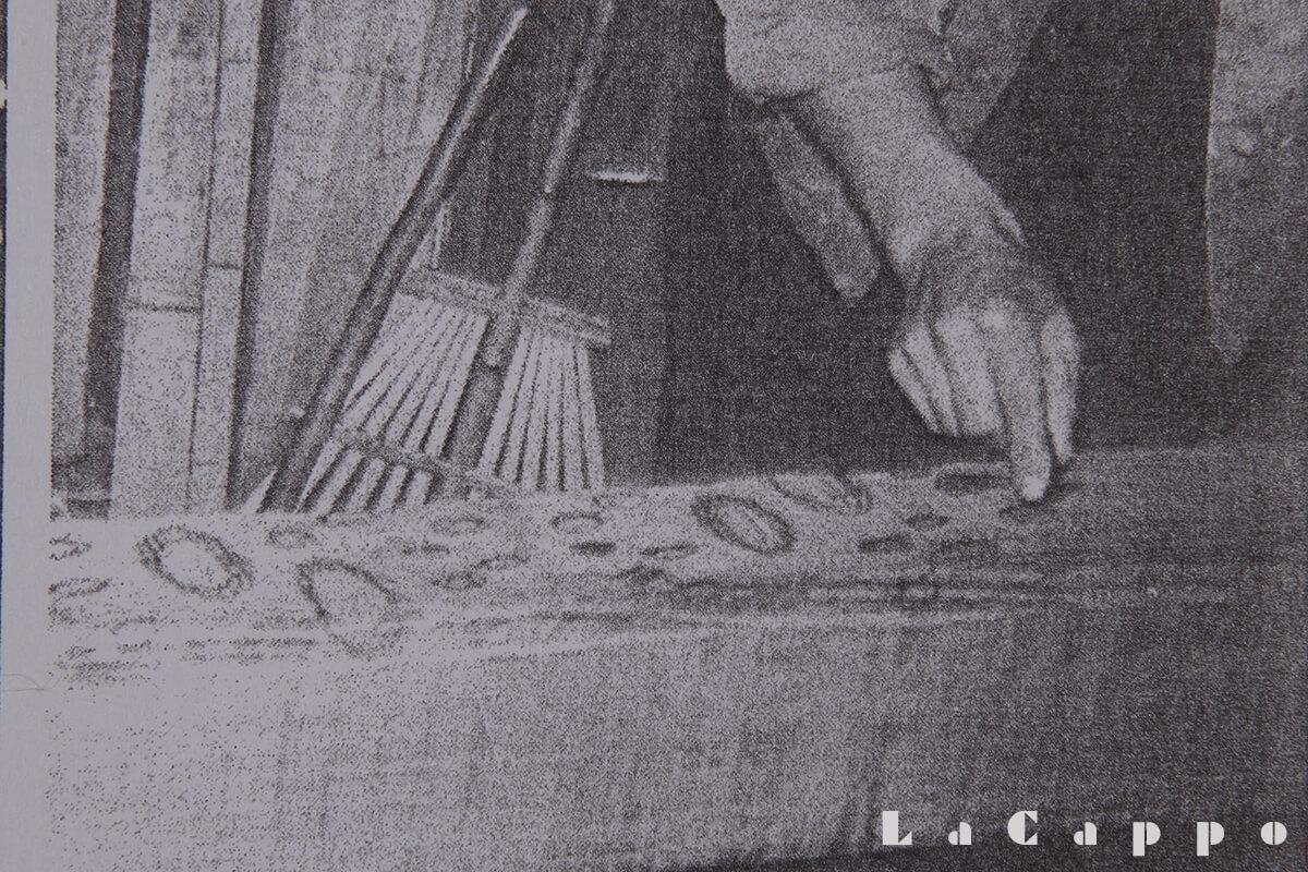 彫るコブの大きさ杢を出す為、バランスを取って印を付ける作業