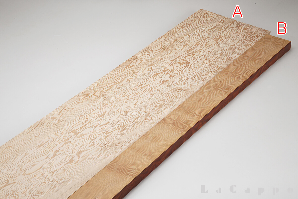 Aは栂材の中では非常に珍しい笹杢(ささもく)系の原板、Bは荒しい栂本来の柾取り材