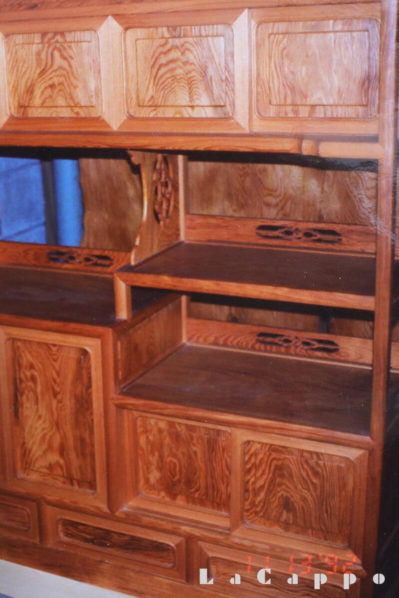 オール・ヤニ松を使用して製作された茶箪笥(チャ・タンス)