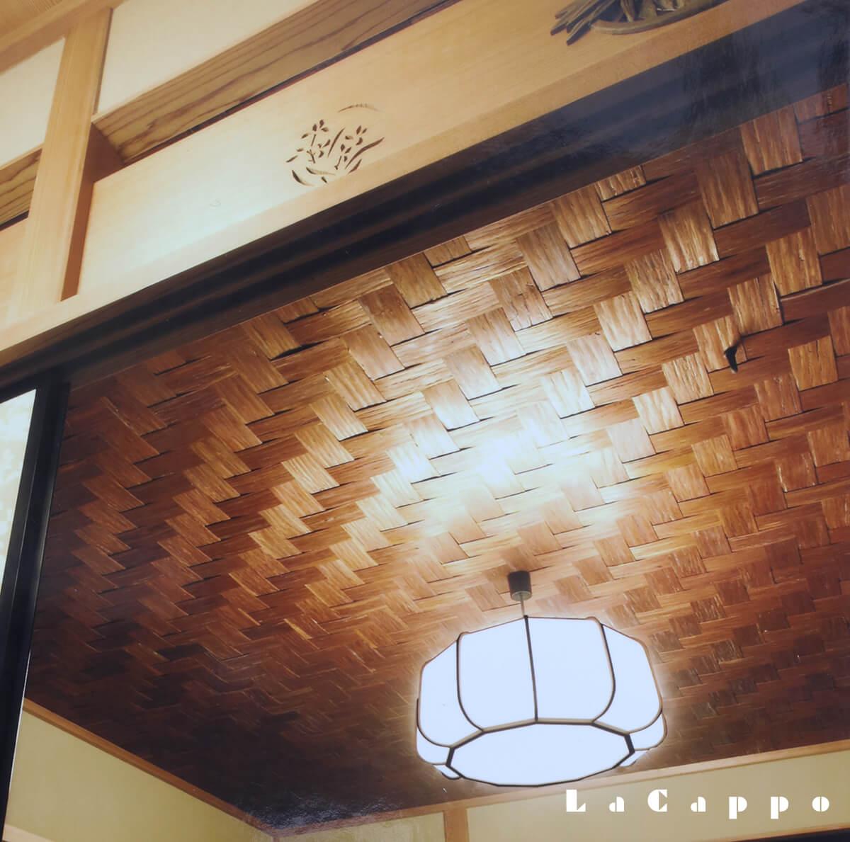 杉皮を使った珍しい天井の矢羽根編み(都内ビル内立札茶室)