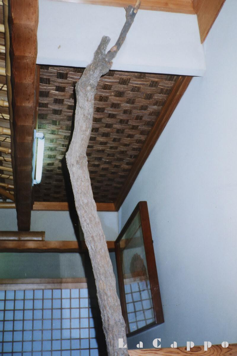 さりげなく床ノ間脇に使われた南天柱