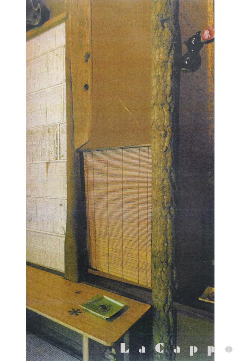 新木場旧山安第二ビル内の傘様式の茶室の床柱、阿部槙(あべまきの柱)
